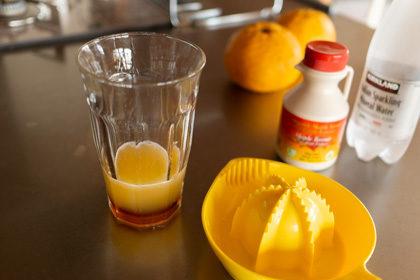 A convenient grape fruit juicer